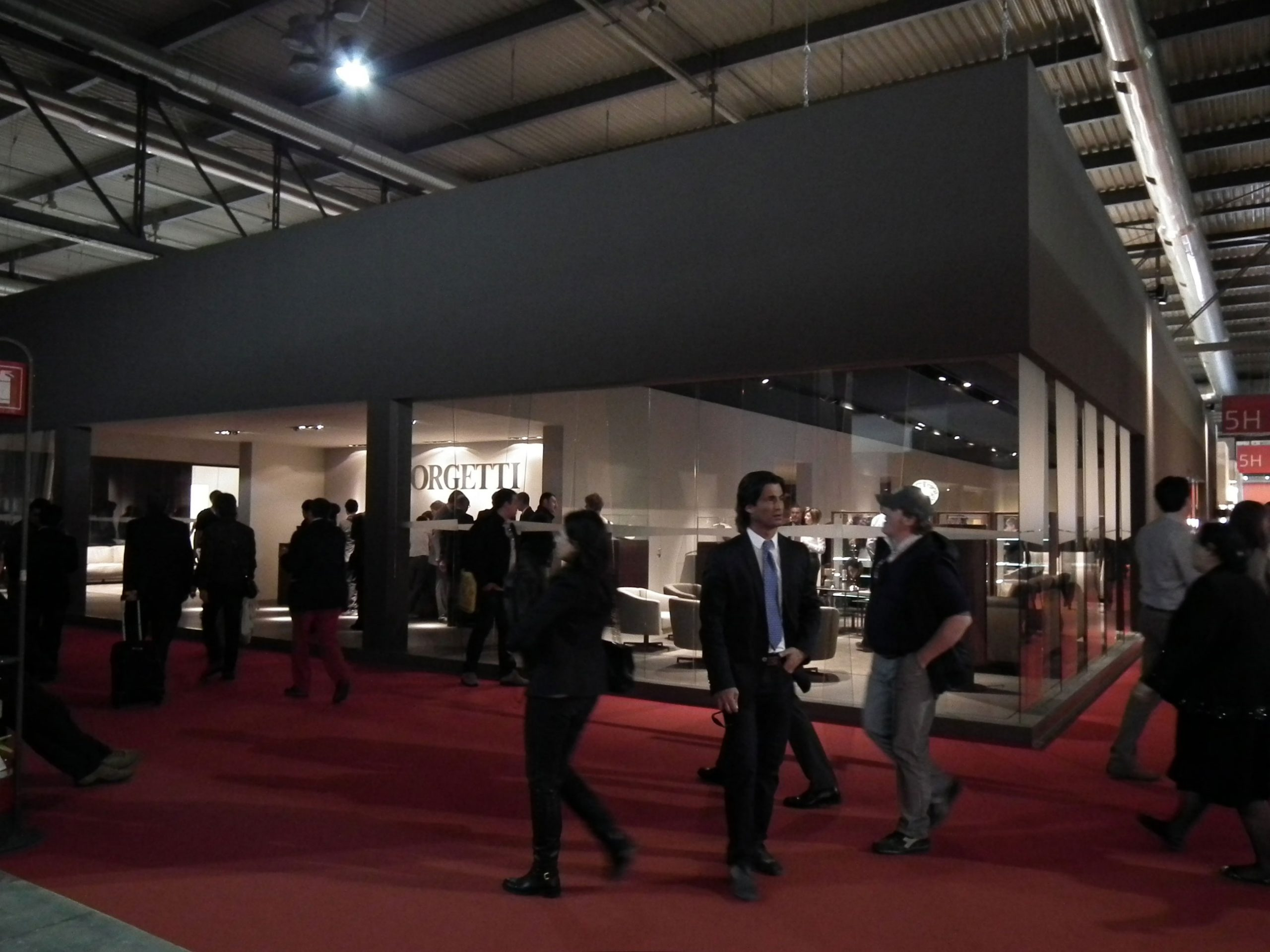 10-Giorgetti-Salone-Milano-2011-Marrone